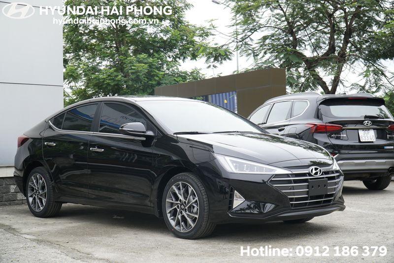 Hyundai-Elantra-2-0-mau-den