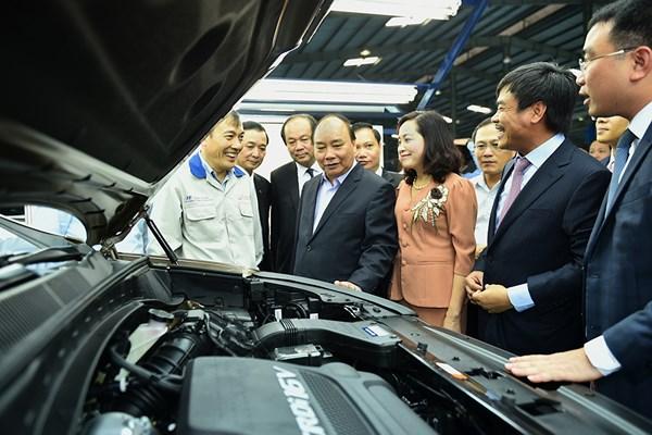 Thu tuong Nguyen Xuan Phuc tham nha may Hyundai Thanh Cong
