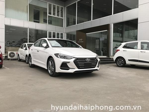 hyundai-elantra-sport-2018-mau-trang