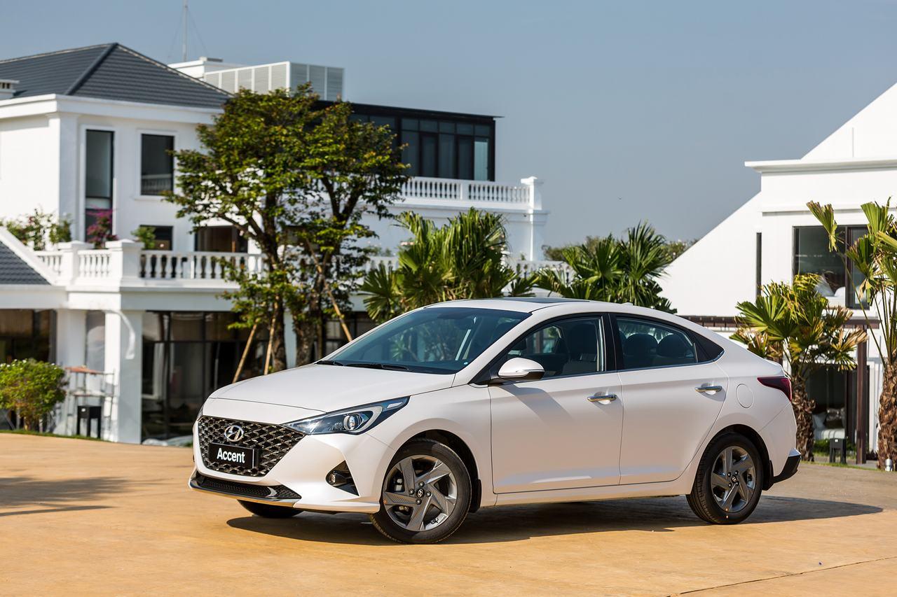 Hyundai-Accent-dac-biet-mau-trang